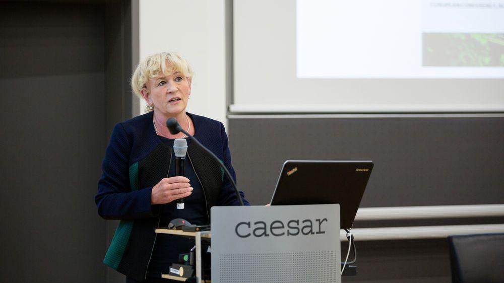 BfN-Präsidentin Beate Jessel bei einem Vortrag auf der ersten Forschungskonferenz zu BIOCLIM